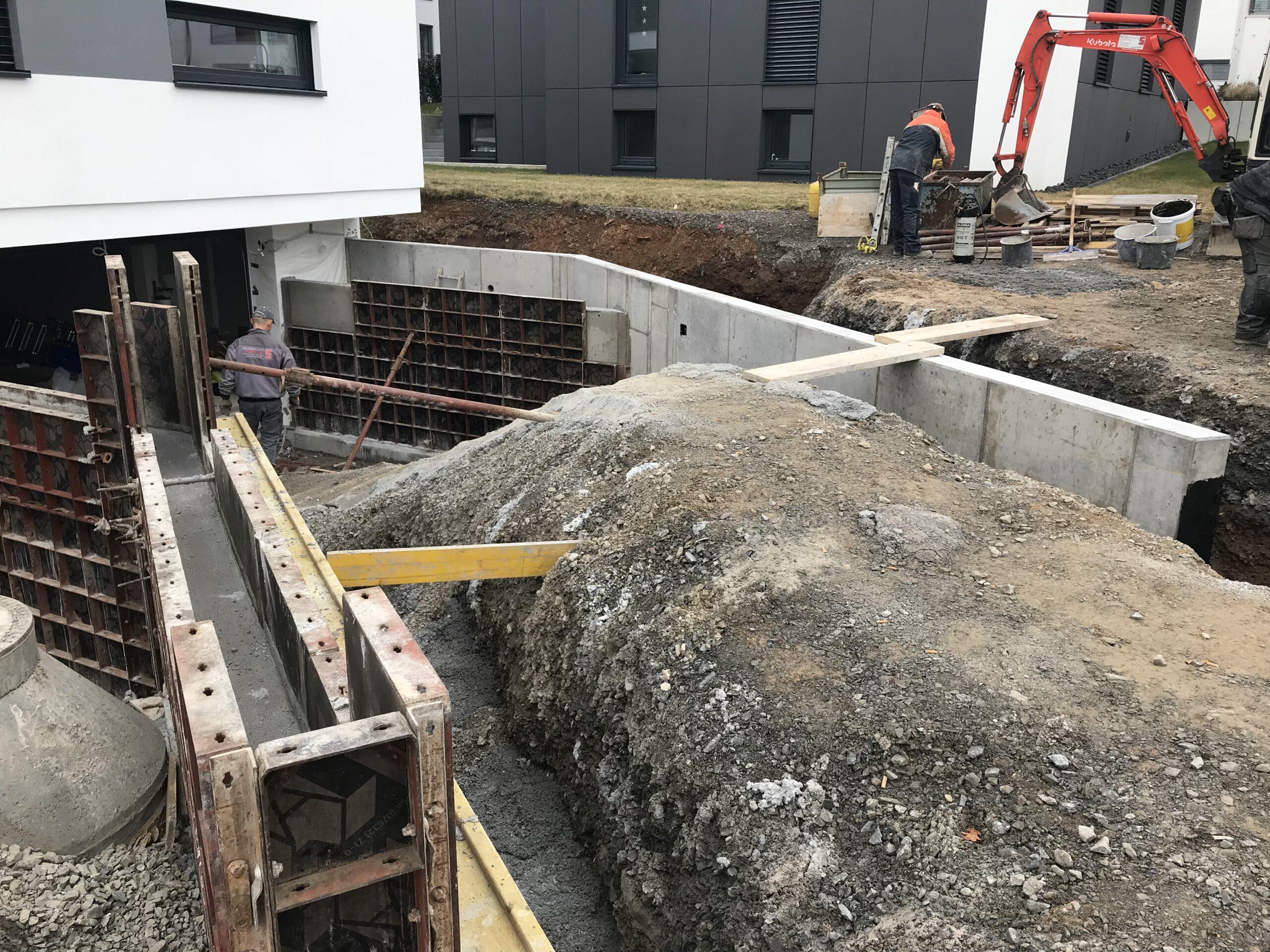 Kellerbau und Einfahrt